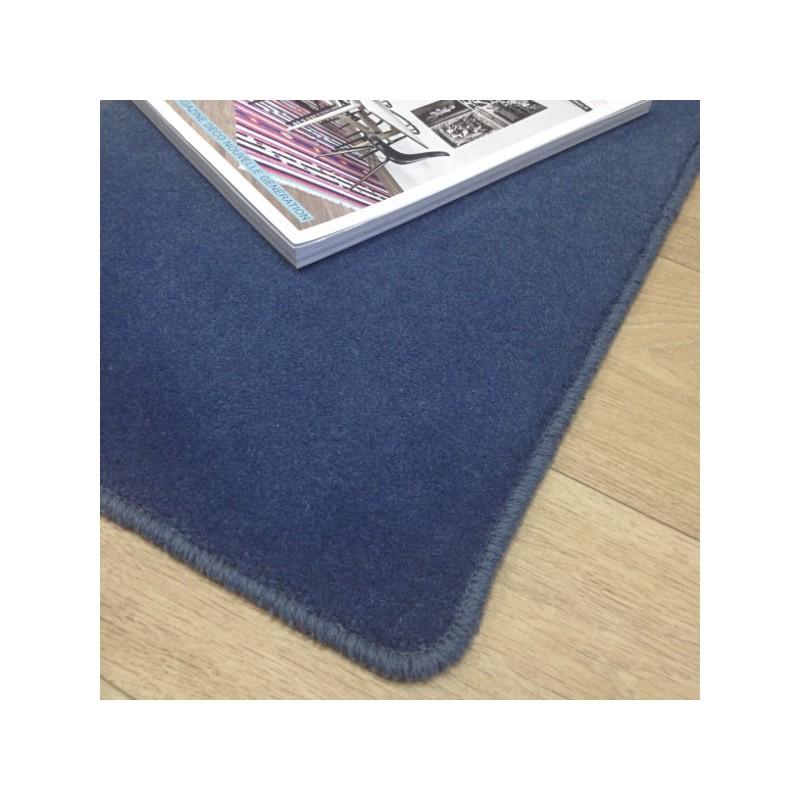 Tapis sur mesure en laine Bleu Windsor gamme Velvet finition surjet