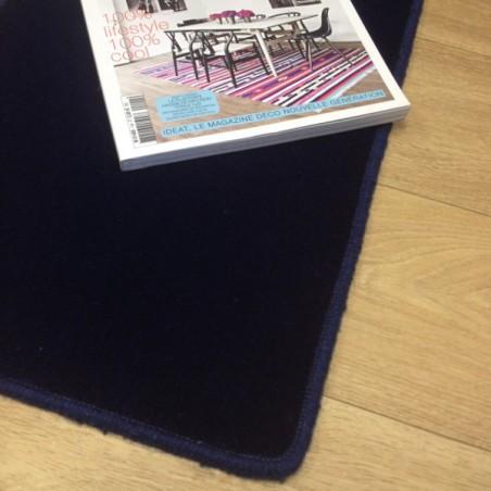 Tapis sur mesure en laine Bleu Foncé gamme Velvet finition surjet