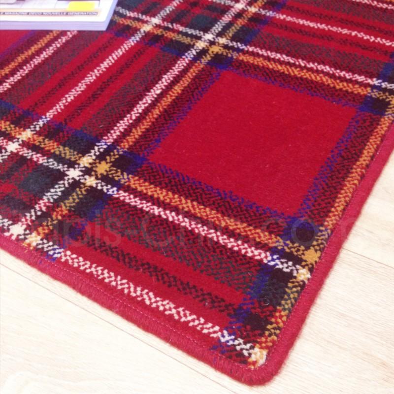 Tapis sur mesure en laine motif tartan tons rouges