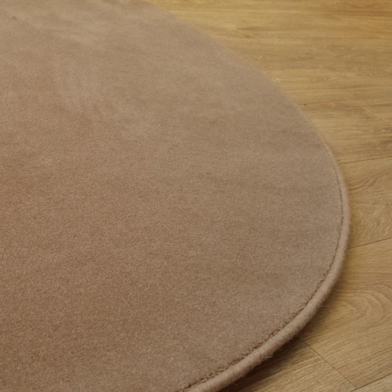 Tapis sur mesure Rond en laine Camel gamme Velvet finition surjet