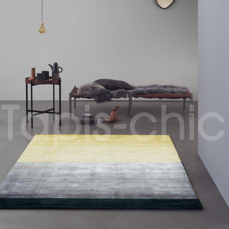 Tapis tissé main jaune Combination par Linie Design