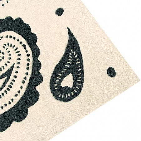 tapis design en laine indra noir et blanc par lorena canals. Black Bedroom Furniture Sets. Home Design Ideas