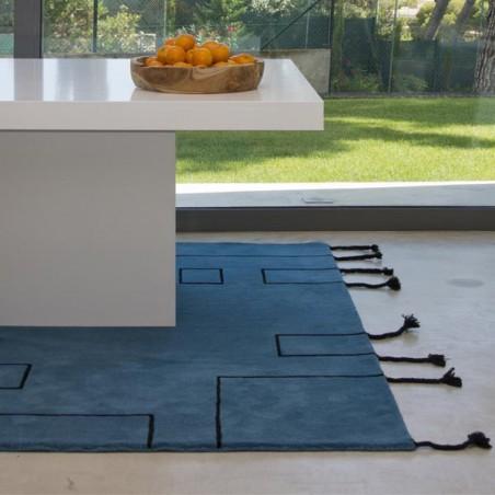 Tapis design en laine Nordic Lines bleu pétrole par Lorena Canals