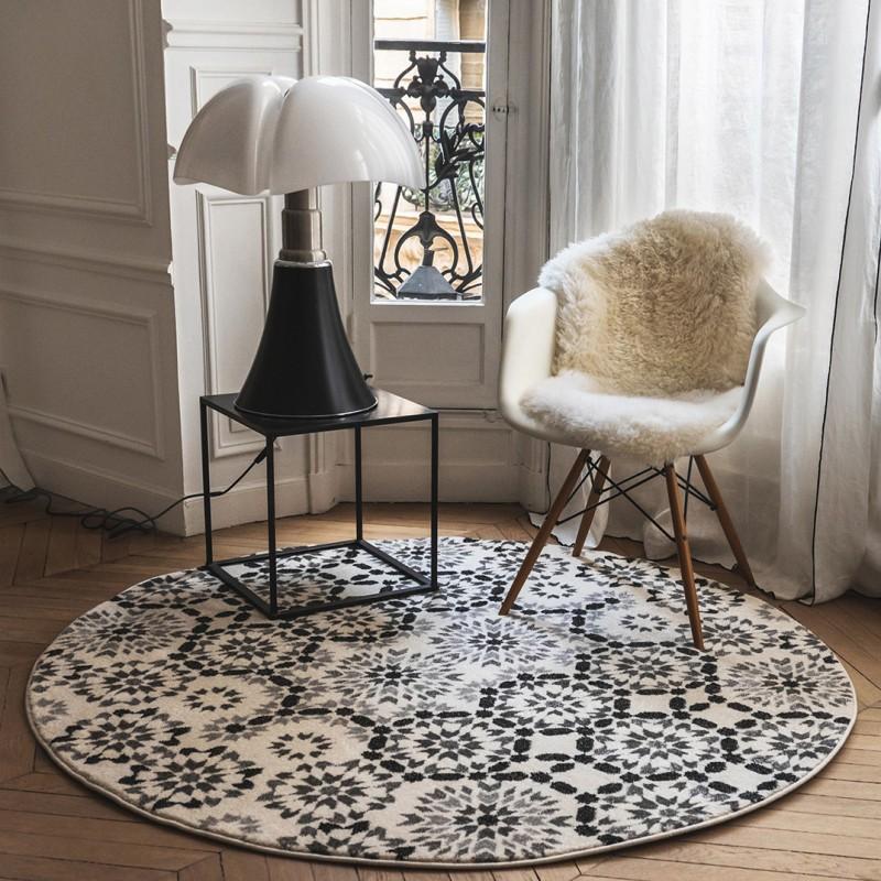 tapis berb re rond tanger noir et blanc par edito. Black Bedroom Furniture Sets. Home Design Ideas