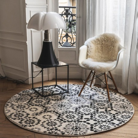 tapis berb re rond tanger noir et blanc par edito. Black Bedroom Furniture Sets. Home Design Ideas