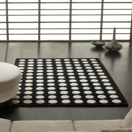 Tapis Design Pompons Noir et Blanc par Carving