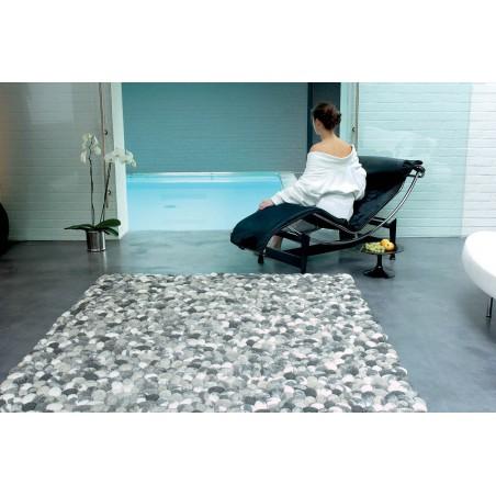 Tapis Design On The Rocks gris en galets de laine par Angelo