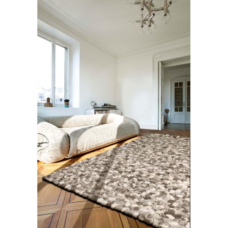 Tapis Design On The Rocks beige en galets de laine par Angelo