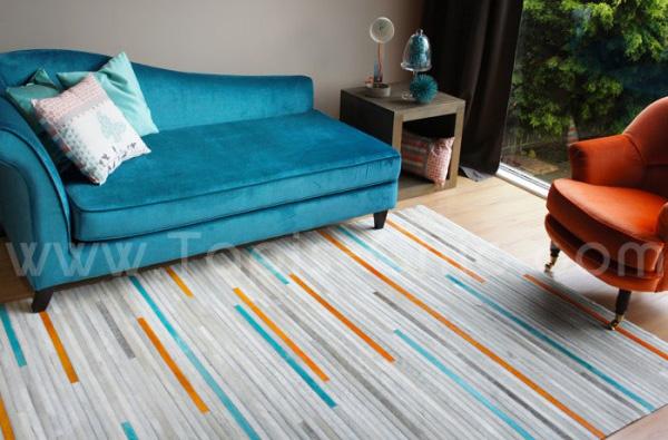 tapis cuir posy home sprit tapis chic le blog With tapis peau de vache avec recouvrir un canapé en cuir avec du tissu