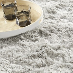 Tapis shaggy gris clair par Home Spirit