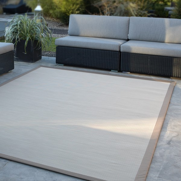 le tapis d 39 ext rieur la nouvelle tendance pour votre terrasse tapis chic le blog. Black Bedroom Furniture Sets. Home Design Ideas