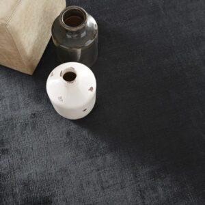 black rug, tapis noir